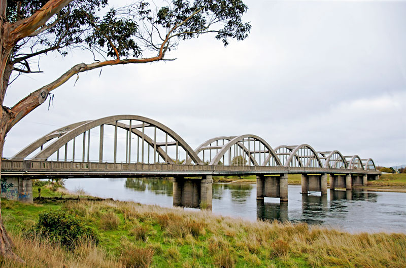Balclutha Bride and Clutha River